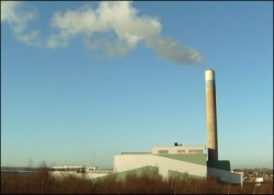 Pentru a evita majorarea preţurilor prin transportul deşeurilor la Băcia, senatorul Vochiţoiu vrea să aducă un incinerator de gunoi
