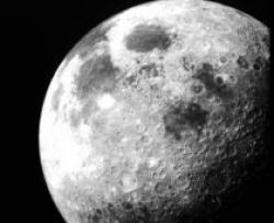 apa pe luna