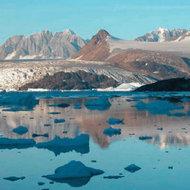 Schimbarile climatice afecteaza Arctica in mod diferit de Antarctica