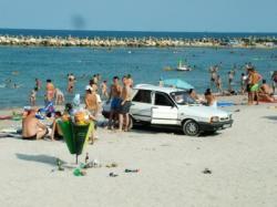 gunoi pe plaja