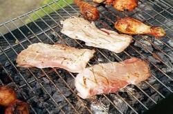 Poate carnea la grătar să cauzeze cancer? Cum recomandă specialiștii să o preparați ca să nu vă puneți sănătatea în pericol