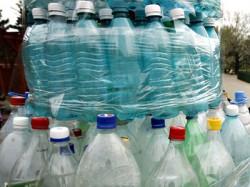 Dopuri de plastic, colectate în scop caritabil