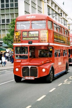 Londra introduce autobuze hibrid