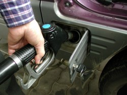 """Iranul distribuie """"carburanti proprii"""" Euro 4, in incercarea de a lupta impotriva poluarii"""