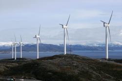 una-dintre-cele-11-turbine-eoliene-operationale-pe-coasta-norvegiana2.jpg