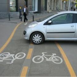 Daca esti biciclist si nu porti haine reflectorizante esti amendat