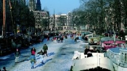 canalele in Amsterdam