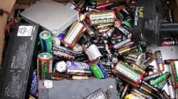 Carrefour Romania a colectat, intre lunile aprilie si decembrie 2015, peste 12 tone de baterii uzate