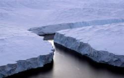 """Topirea ghe?ii Oceanului Arctic - """"o bomb? cu ceas economic?"""""""