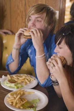 """Cum ne schimb? comportamentul mâncarea tip """"junk food""""?"""