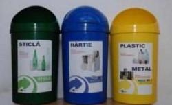Doar 15 instituţii publice s-au conformat obligaţiei de a colecta selectiv gunoiul