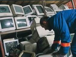Peste 2 tone de deşeuri electronice adunate în sectorul 1
