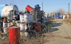 Peste 2.200 de tone de deşeuri au fost abandonate într-un depozit din Chitila