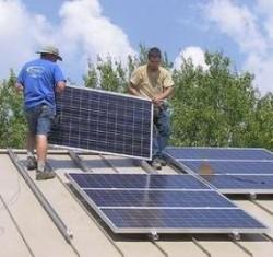 Instalaţia cu panouri solare a redus consumul