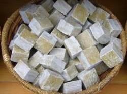 Săpun natural realizat manual, pe bază de uleiuri vegetale
