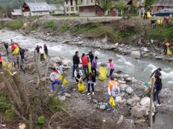 Reprezentanţii Centrului de Informare Europe Direct vor ecologiza Valea Argeşului