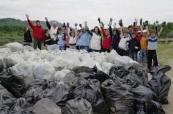 ViitorPlus împreun? cu voluntarii de la GDF SUEZ Energy România ?i localnici au igienizat Valea Teleajenului în cadrul unui proiect cu impact pe termen lung