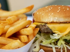 O dieta nesanatoasa ne face vulnerabili in fata efectelor pe care poluarea le are asupra noastra