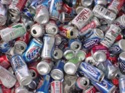 Sute de cutii din aluminiu si baterii vor fi transportate la o fabrica de reciclare din Romania