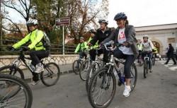 Reportaj Digi24: Pistele de biciclete din Capitala, o afacere din care au avut de castigat multe firme si de pierdut tocmai biciclistii