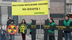 Acțiune de comemorare Greenpeace, la un an de la dezastrul nuclear de la Fukushima, din Japonia