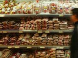 Nu doar carnea şi laptele induc pubertate precoce, ci şi alimentele ambalate în caserole sau contaminate cu pesticide