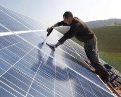 Constructor de parcuri fotovoltaice: Viitorul solarelor este în instalaţiile de acoperiş