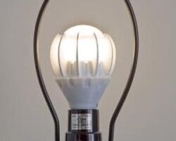 Noua sursa de poluare: Cum ne imbolnaveste lumina artificiala, in special becul economic de tip LED