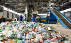 Aproximativ 600 de centre care colecteaza deseuri industriale reciclabile, amendate cu peste 1,1 milioane de lei