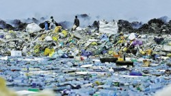 """O insulă din Maldive a ajuns un """"coş de gunoi"""""""