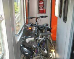 Cailor Ferate Romane au luat decizia de a permite calatorilor sa isi poata lua bicicletele in tren