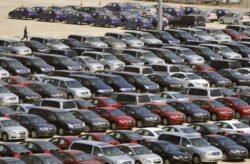 UE: Piata masinilor continua sa scada
