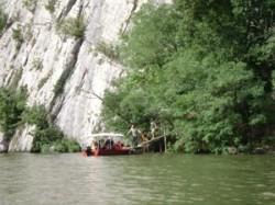 Parcul Natural Porţile de Fier asaltat de turiştii români