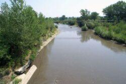 11 firme prinse in flagrant ca deversau substante poluante in raul Arges