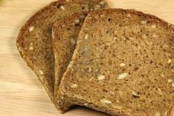 Pâinea din făină integrală contine mai multe vitamine şi minerale