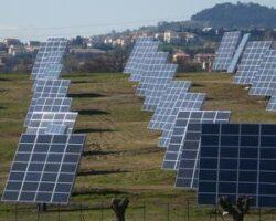 Industria productiei de energie regenerabila se confrunta, in acest an, cu posibilitatea unei noi schimbari legislative