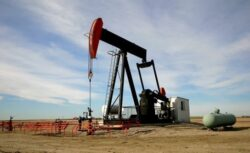 Cererea de petrol va creste in 2015. Riscurile de productie vor ramane ridicate