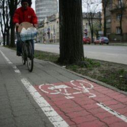 Bucuresti: Biciclistii, dati jos dupa trotuare