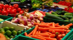 Cât ne costă să ne tratăm de pe urma alimentelor cu pesticide