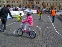 Copiii din Vaslui nu au voie cu biciclete si role in parcuri, pe trotuare si in centrul orasului