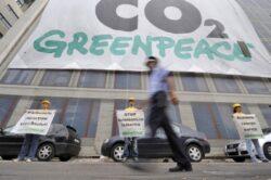 Greenpeace se catara pe Ministerul Economiei: Stop CO2!