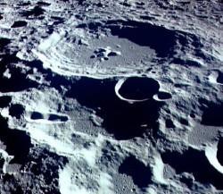 Mineralele rare descoperite pe Luna au fost aduse de asteroizi