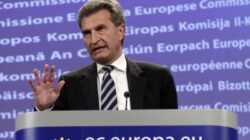 Comisarul European pentru energie acuză Rusia că şantajează Moldova