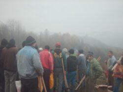 Detinutii craioveni impaduresc trei hectare de teren in Isalnita