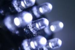 Dupa interzicerea becurilor incandescente, UE va interzice si becurile fluorescente in favoarea celor cu leduri