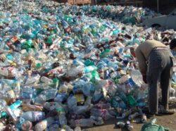 Flashmob impotriva sticlelor de plastic in centrul Timisoarei