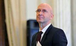 Ambasadorul Franţei, Philippe Gustin, a premiat cinci ONG-uri pentru ideile lor de proiecte