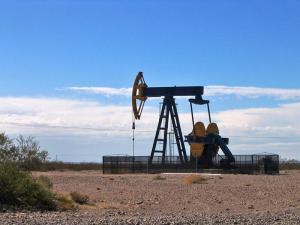 Guvernul va pune un impozit suplimentar pe profitul companiilor energetice, în locul major?rii redeven?ei