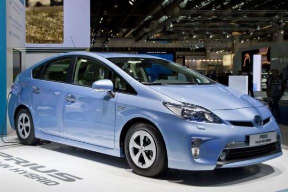 Toyota lanseaza prima masina cu hidrogen in 2015