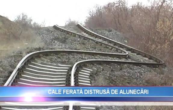 Linia de cale ferat? Gala?i - Bârlad, distrus? din cauza unei alunec?ri de teren